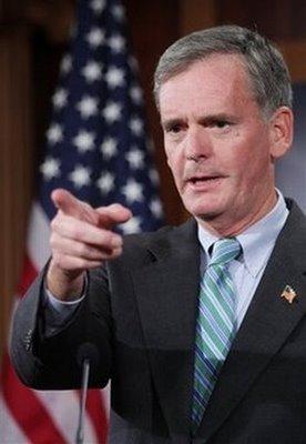 El gobernador de Nueva Hampshire John Lynch