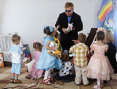 Ucrania+niega+a+Elton+John+la+adopci%C3%B3n+del+peque%C3%B1o+Lev